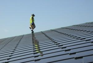 Toit-en-tuiles-photovoltaiques1-300x204